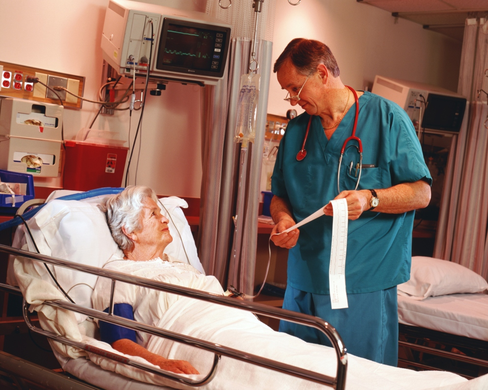 doctor-speaking-to-patient-on-hospital-bed1