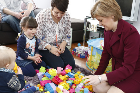nicola-sturgeon-with-family-crop5351-460x306