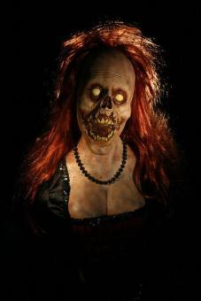 busty_female_zombie_0152.sized__07913_grande