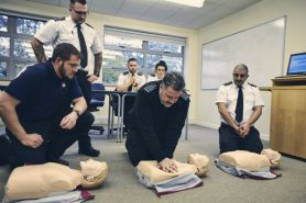 Prison-officers-learning-CPR-600px